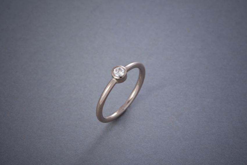 064 Verlobungsring, 18kt Weißgold, Brillant, Preis auf Anfrage