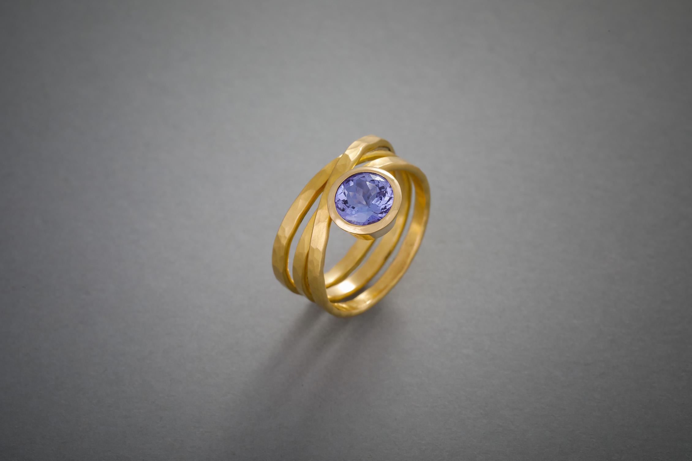 055 21kt Goldring, Tansanit, Preis auf Anfrage