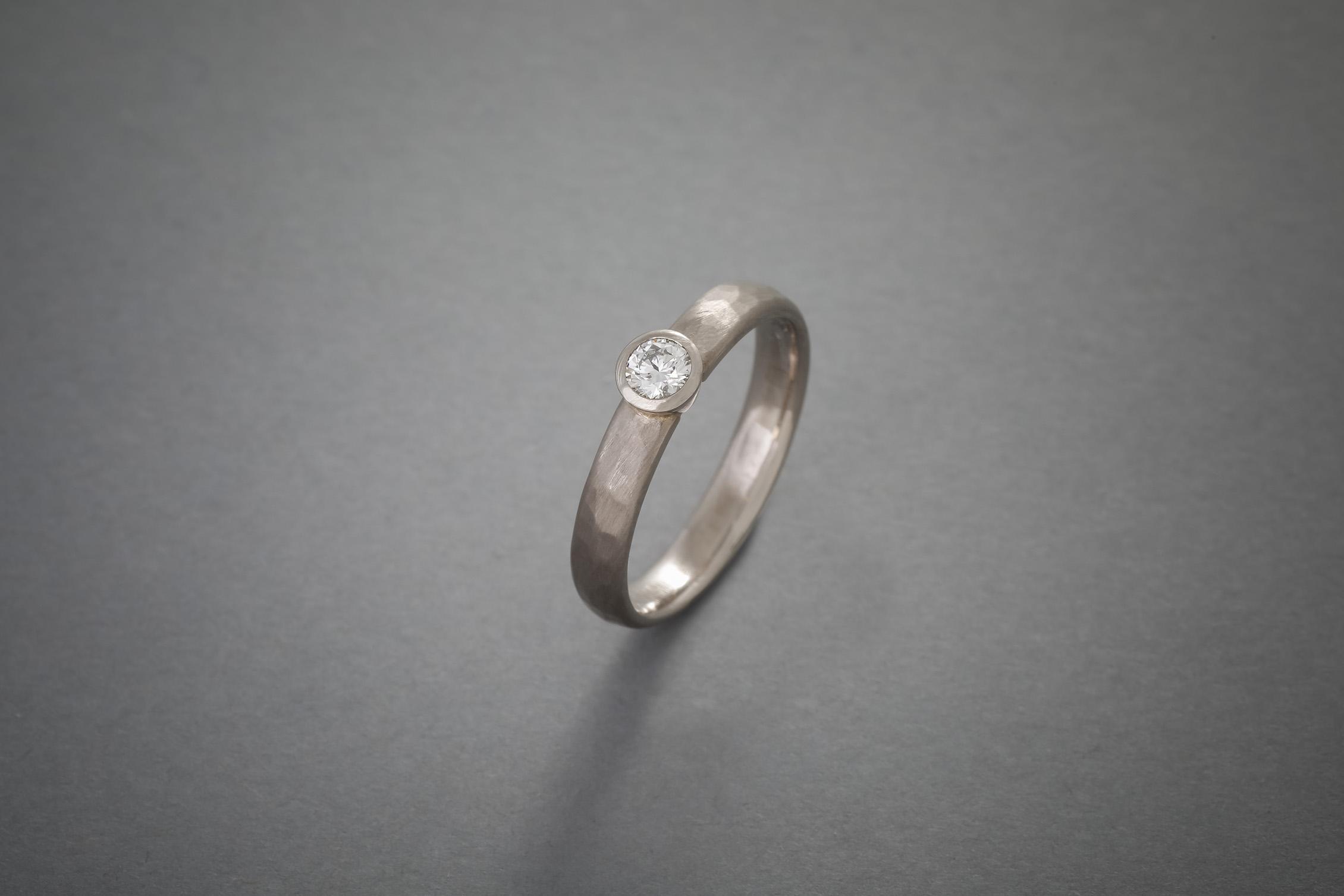 052 18kt Weißgoldring, Brillant, Preis auf Anfrage