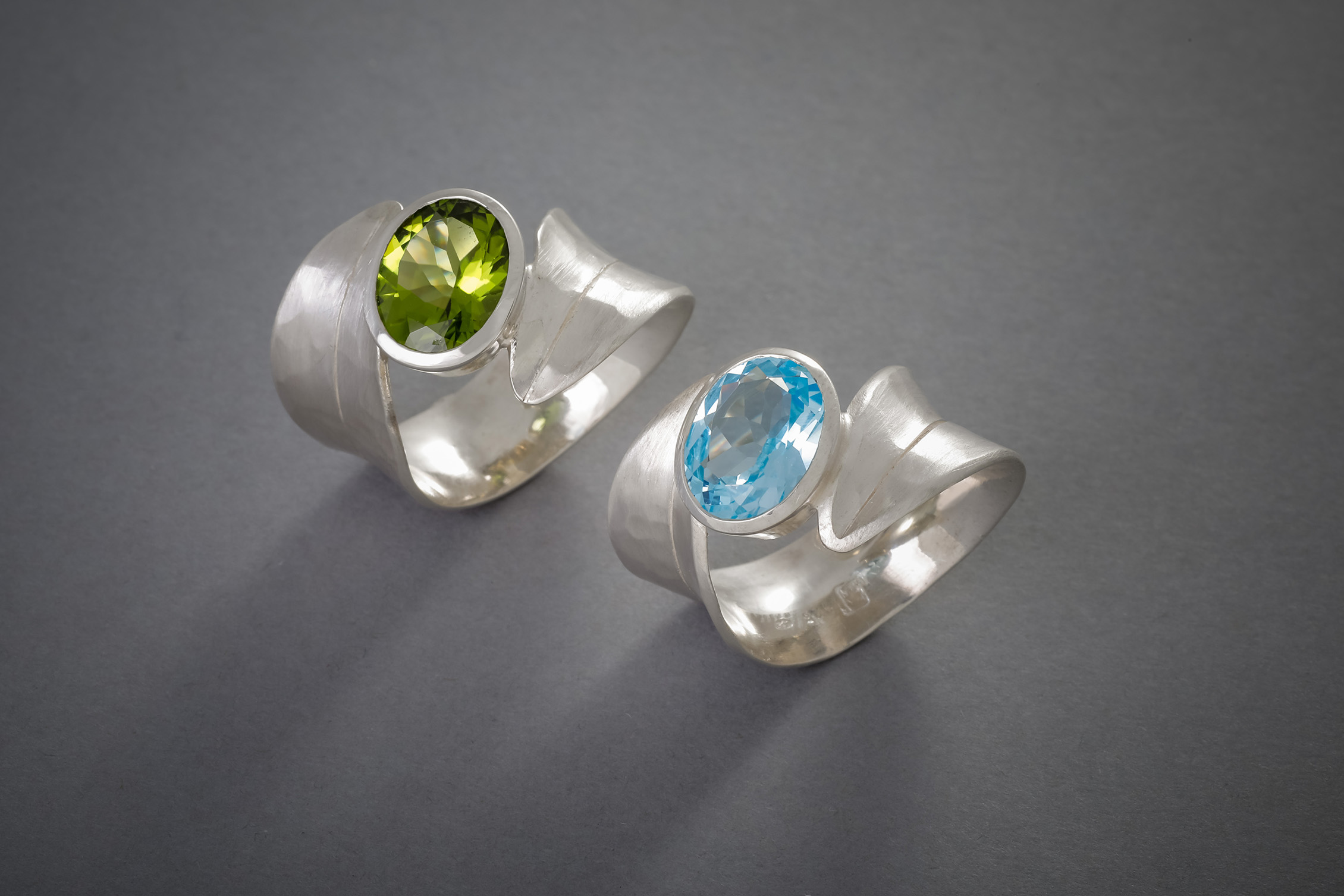 014 Silberringe, Topas blau, ab € 328,- Peridot, ab € 458,-